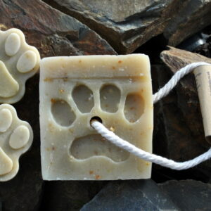 Natural Dubby Dog Shampoo-Lemongrass-tea-tree-oatmeal-shampoo-bar-paw